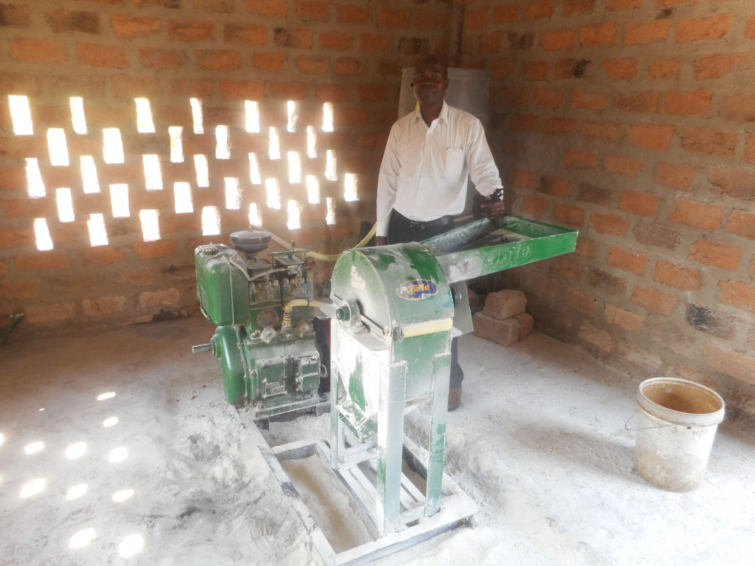 Maispletmachine in Zambia